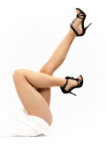 pies con sandalias